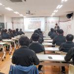 (株)SAKURAの全体会議風景